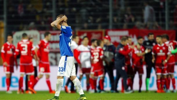 Darmstadt verliert ein turbulentes Derby