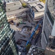 """Blick in den Abgrund: Das Hochhausprojekt """"Four"""" im Bankenviertel ist allerdings vergleichsweise gut durch die Krise gekommen."""