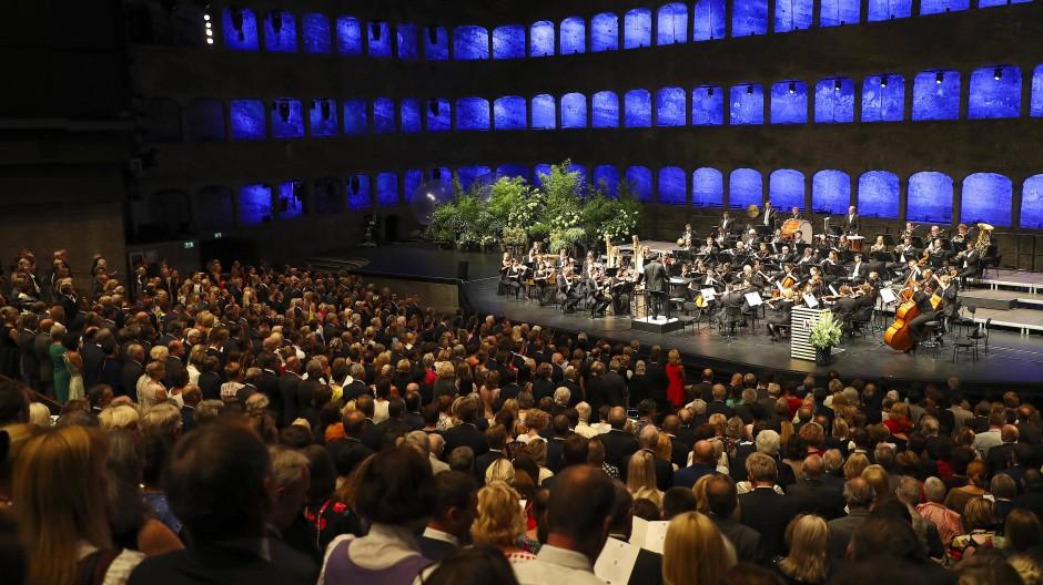 Aus heutiger Sicht schwer vorstellbare Menschenmassen: So sah es beim Auftakt zu den Salzburger Festspielen 2019 aus.