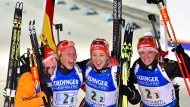 Jubeln über Gold: die deutsche Biathlon-Staffel mit Franziska Hildebrand, Laura Dahlmeier, Franziska Preuß und Vanessa Hinz (v.l.n.r)