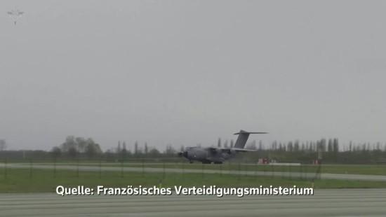Luftwaffe fliegt französische Covid-19-Patienten nach Deutschland