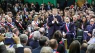 Ein offenes Ohr aus Paris: Präsident Macron spricht am Dienstag in Grand Bourgtheroulde mit 600 Bürgermeistern.
