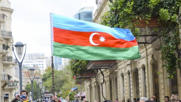 Aserbaidschan schießt russischen Militärhubschrauber ab