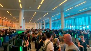 Lange Schlangen an amerikanischen Flughäfen