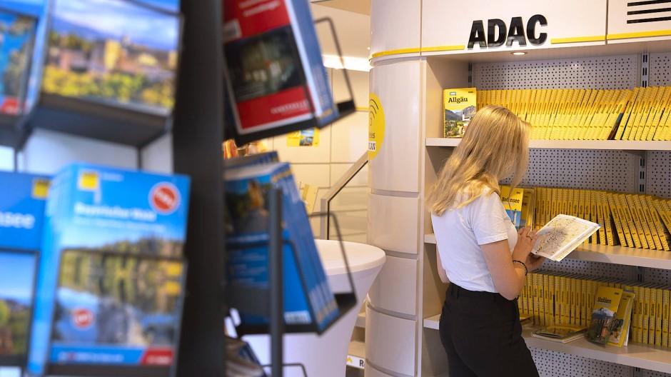 Reiselektüre: In der ADAC-Geschäftsstelle