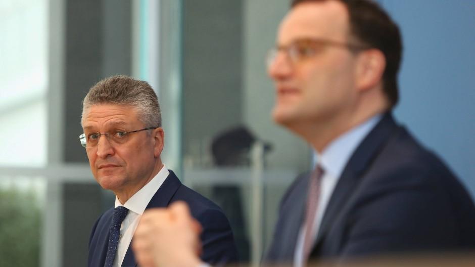 Der Präsident des Robert-Koch-Instituts, Lothar Wieler (l.), und Bundesgeundheitsminister Jens Spahn (r.) bei einer Pressekonferenz am 26. März 2021.