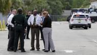 Zahlreichen Polizisten bezogen Stellung in Orlando.