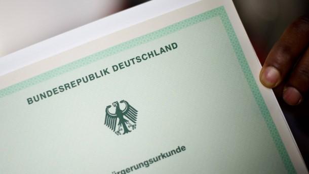 Warum wenig Einwanderer Deutsche werden wollen