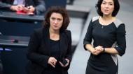 Eine ernste Debatte: Die stellvertretende SPD-Fraktionsvorsitzende Carola Reimann (SPD) und Katherina Reiche (CDU, r.)