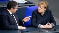 Vermutlich wieder beide im Bundestagswahlkampf: Bundeswirtschaftsminister Gabriel und Bundeskanzlerin Merkel Anfang Dezember im Plenum