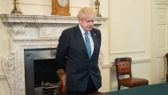 Premierminister Boris Johnson gedenkt der Toten des Nationalen Gesundheitsdienstes mit einer Schweigeminute.