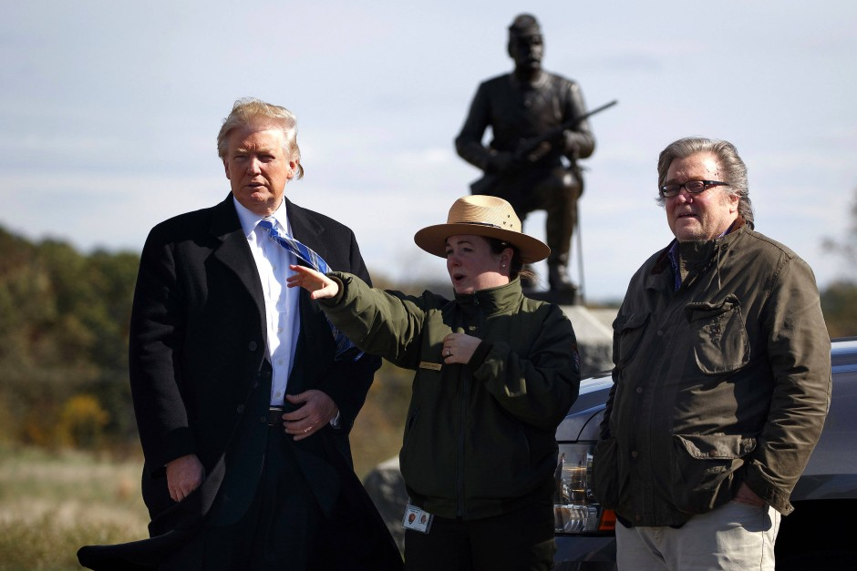 Der Einflüsterer und sein Chef: Steve Bannon Ende Oktober mit Donald Trump auf dem Bürgerkriegsschlachtfeld von Gettysburg