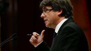 Puigdemont verschiebt Entscheidung über Unabhängigkeit
