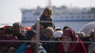 Flüchtlinge Anfang April auf Lesbos: Seit der Schließung der Balkanroute kommen immer weniger Asylsuchende nach Deutschland