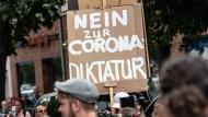 """Querdenker"" demonstrieren am 1. August in Berlin."