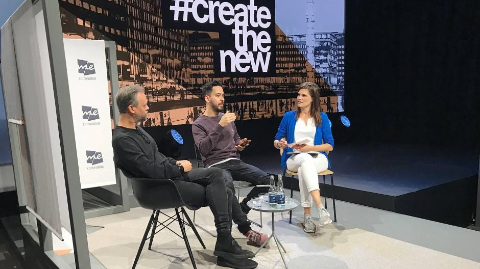 """Mike Shinoda von Linkin Park (Mitte) diskutiert bei der """"Me Convention"""" über Veränderungen in der Musikwelt."""