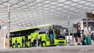 Flixbus-Grün dominiert auch am Busbahnhof Hannover.