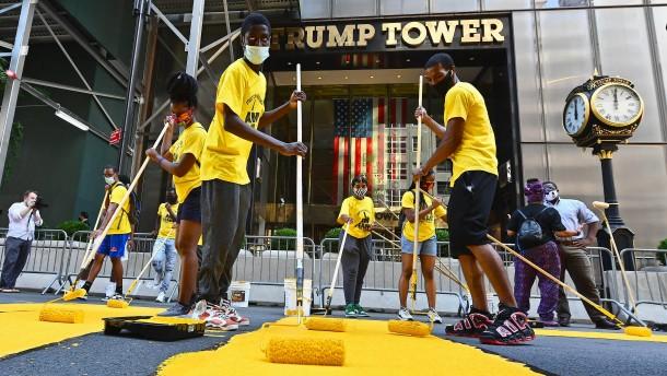 """""""Black Lives Matter""""-Schriftzug vor Trump-Tower"""
