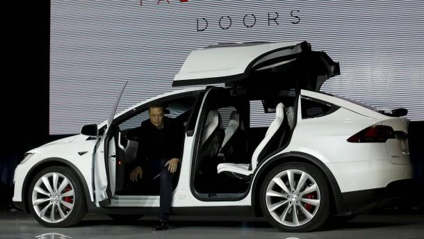 """Verleiht das """"Model X"""" Tesla Flügel?"""