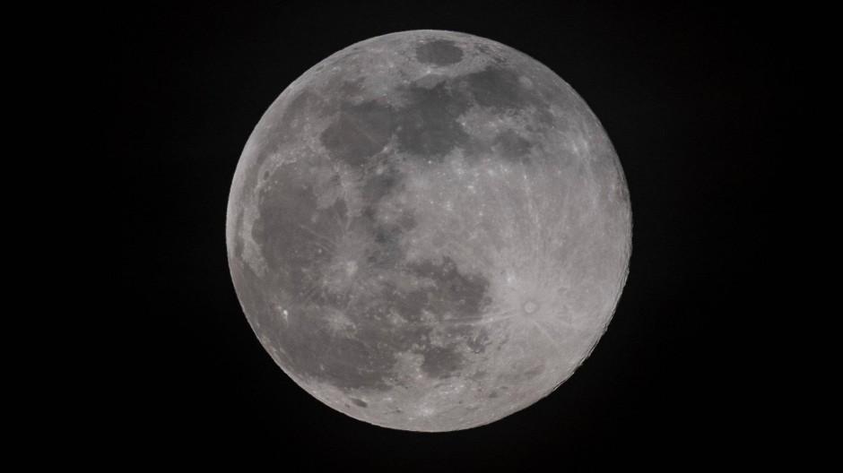 Wie ist der Mond entstanden?