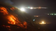 """28. Februar 2014. Das """"Hazelwood""""-Kohlebergwerk im australische Morwell brennt. Die Anwohner werden aufgefordert, die Stadt zu verlassen. Noch 10 Tage soll das Feuer des Tagebaubergwerks seinen Rauch verbreiten."""