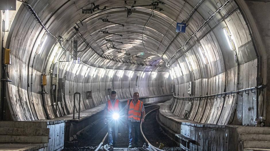 Licht im Tunnel: Die Fahrgastzahlen im RMV steigen wieder.