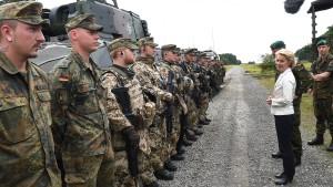 Von der Leyen drängt auf Bundeswehreinsätze im Inland