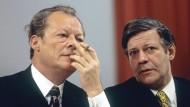 Übervater der Sozialdemokratie: Willy Brandt, hier im Oktober 1972 mit dem damaligen Verteidigungsminister und späteren Nachfolger als Bundeskanzler Helmut Schmidt