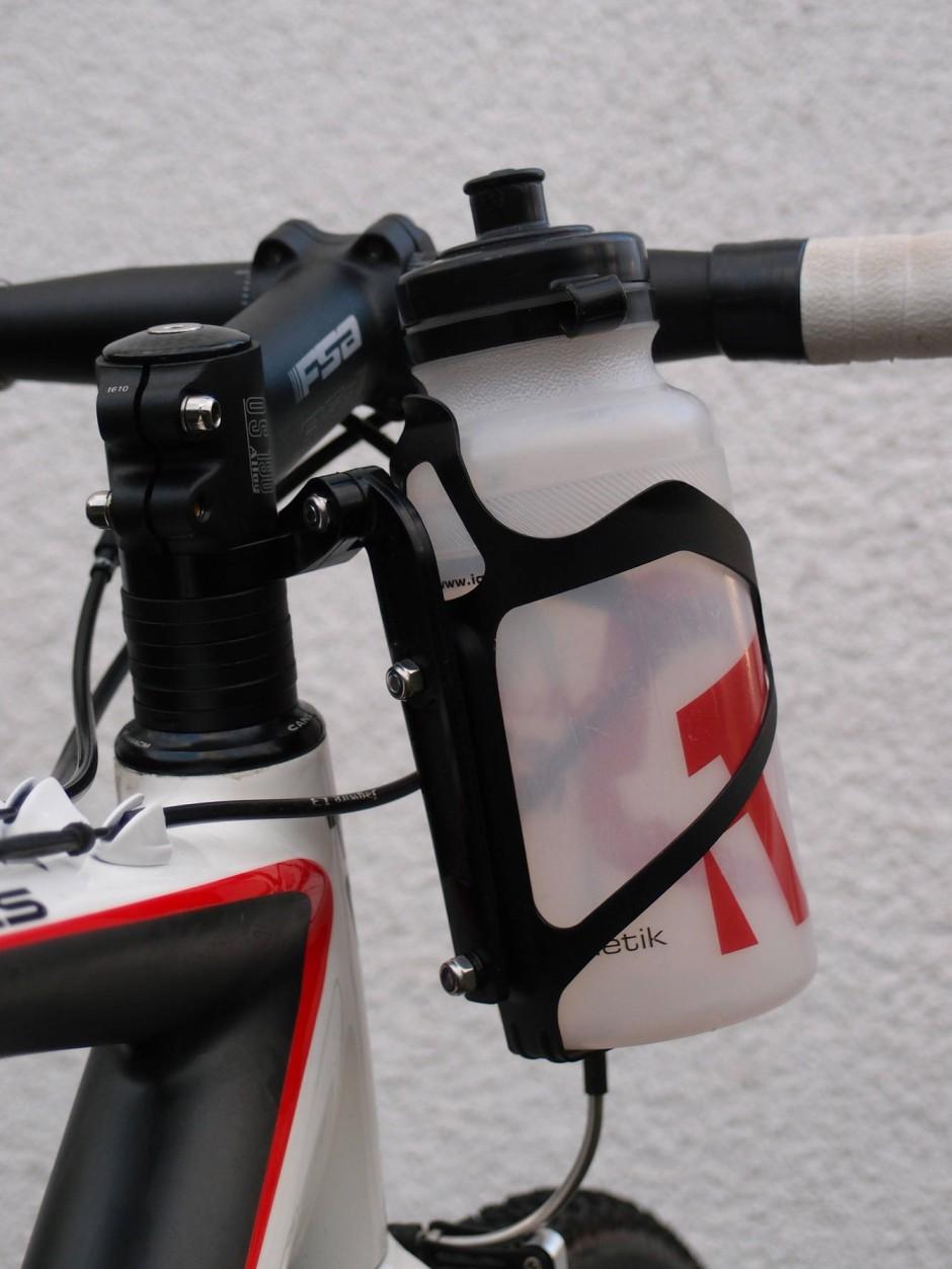fahrrad getr nkehalter der griff zur flasche auto. Black Bedroom Furniture Sets. Home Design Ideas