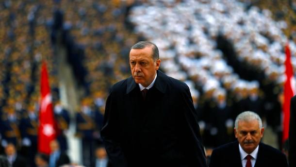 Özdemir: Türkei wird zu einer modernen Diktatur