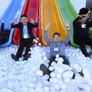 Spaß auf der Google-Rutsche bei der CES in Las Vegas im Januar