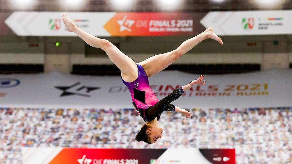 Die Turnerin Lisa Zimmermann bei den Finals 2021 in Dortmund