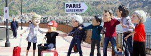Oxfam-Aktivisten mit Masken der Regierungs- und Staatschefs der G-7-Länder demonstrieren in der Nähe des italienischen Gipfelortes Taormina und prangern Amerikas Unentschiedenheit beim Pariser Klimaabkommen an.
