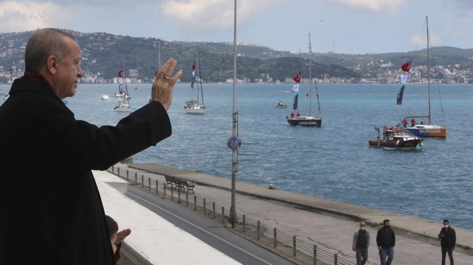 Präsident Erdogan im Mai 2020 am Ufer des Bosporus in Istanbul.