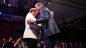 Merkel vermeidet Bekenntnis zu Weber