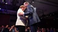 Gehen bald getrennte Wege? Angela Merkel und Manfred Weber kurz vor der Europawahl im Mai.