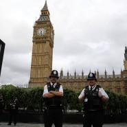 Archivbild von Polizisten vor dem Westminster Palace
