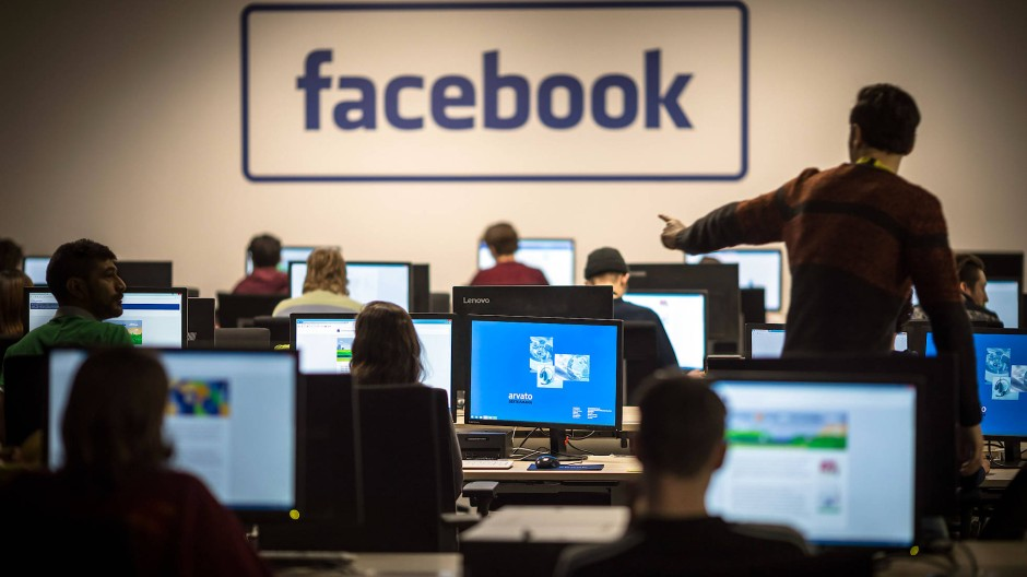 Mitarbeiter von Arvato in Berlin löschen für Facebook unerwünschte Inhalte.