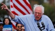 Der demokratische Präsidentschaftskandidat Bernie Sanders bei einem Wahlkampfauftritt in Santa Ana, Kalifornien.