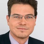"""Philip Plickert - Portraitaufnahme für das Blaue Buch """"Die Redaktion stellt sich vor"""" der Frankfurter Allgemeinen Zeitung"""