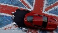 Werbung vor Jaguars Werk im englischen Birmingham (Archivbild)