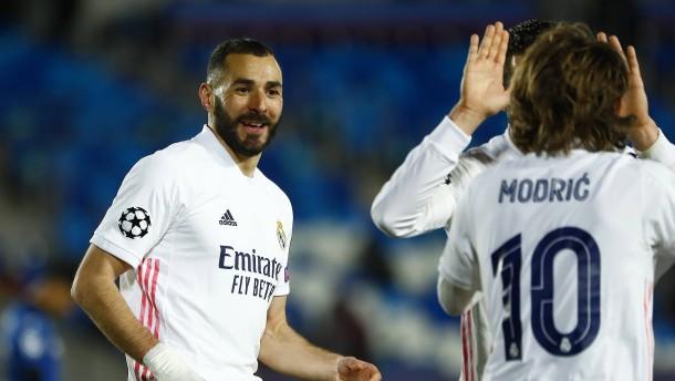 Real Madrid mit ein bisschen Mühe und Benzema