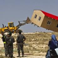 Israelische Grenzpolizisten beaufsichtigen im Mai 2014 den Abriss illegaler Siedlerhäuser in der Nähe von Bethlehem.