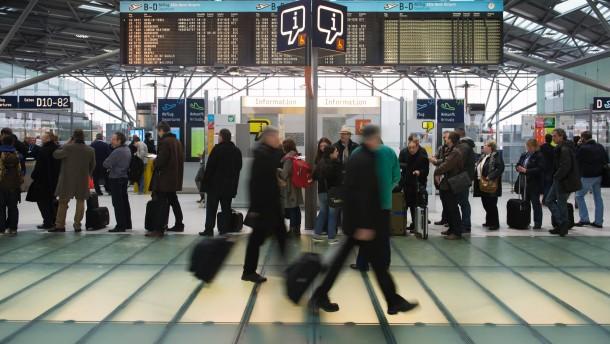 Sicherheitspersonal an Grossflughaefen in NRW streikt