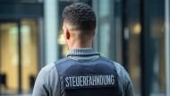 Einsatz in Hamburg, Hessen und Berlin: Wohnungen, Geschäftsräume und Arbeiterunterkünfte sind am Mittwoch durchsucht worden (Symbolbild)