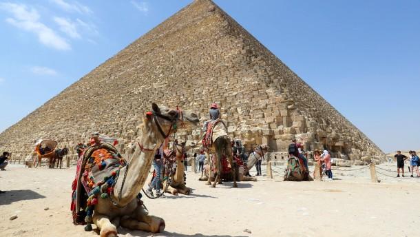 Kunst am Fuße der Pyramiden