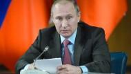 Russlands Präsident Putin am Montag in Moskau: Mit der Teilrückzugsanordnung sendet er ein Signal an Baschar al Assad.