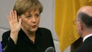 Angela Merkel bei ihrem ersten Amtseid 2005.