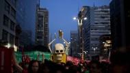 Tumulte bei Massenprotesten in Brasilien einen Monat vor WM