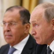 Der russische Präsident Wladimir Putin (rechts) und sein Außenminister Sergej Lawrow (links) (Archivbild)